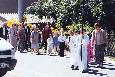 Schuleingang 2002 - Auf geht es zum Festgottesdienst.