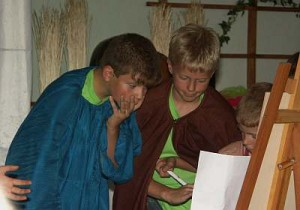 Noah und seine Söhne erhalten von Gott den Bauplan