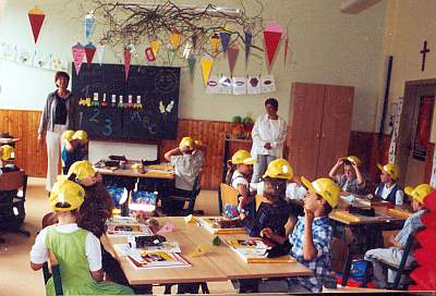 Schuleingang 2003 - Begrüßung im Klassenzimmer.