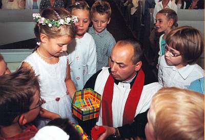 Der Segen Gottes begeleitet die Kinder mit in die Schule.