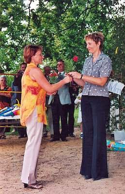 Eine Rose zur Begrüßung für Frau Reinhardt..