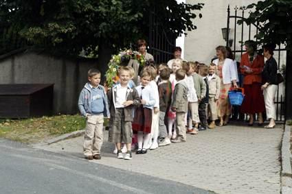 Schuleingang Kirche